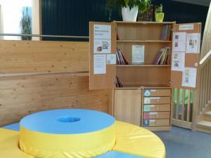 Bücherei-Schrank